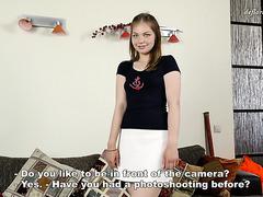 Die schüchterne Tamara Naoborot zieht sich aus und zeigt ihre jungfräuliche Schönheit