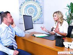 Die geile blonde Hacke Jessa Rhodes fickt ihren Boss im Büro