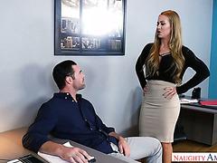 Sekretärin Nicole Aniston wurde angeheuert, um den Schwanz ihres Chefs zu ficken