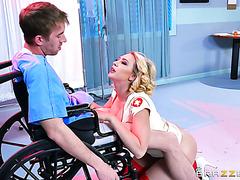 Freche Krankenschwester Porno Doppel-Analsex