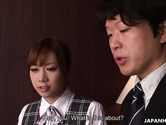 Slutty reife Dame Miku Sachi fickt jungen Schwanz neben ihrem Cuckold-Ehemann