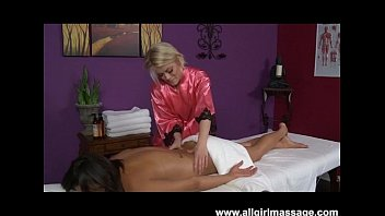 Interracial Lesben Massage mit Ash Hollywood und Ariel Rose