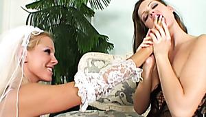 Exotische Nymphe Mia Manarote wird mitten in einem Maisfeld gefickt