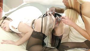 Geile Victoria Puppy verführt ihr sexy Hausmädchen Zena Little