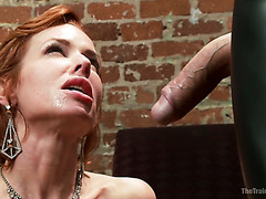 AV-Sklavin Aiko Nagai spritzt und schreit in BDSM-Session