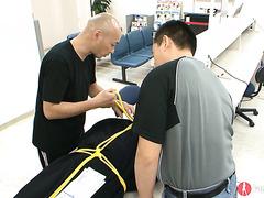 Oraler Knall im Büro mit der hilflosen Yukina Mori